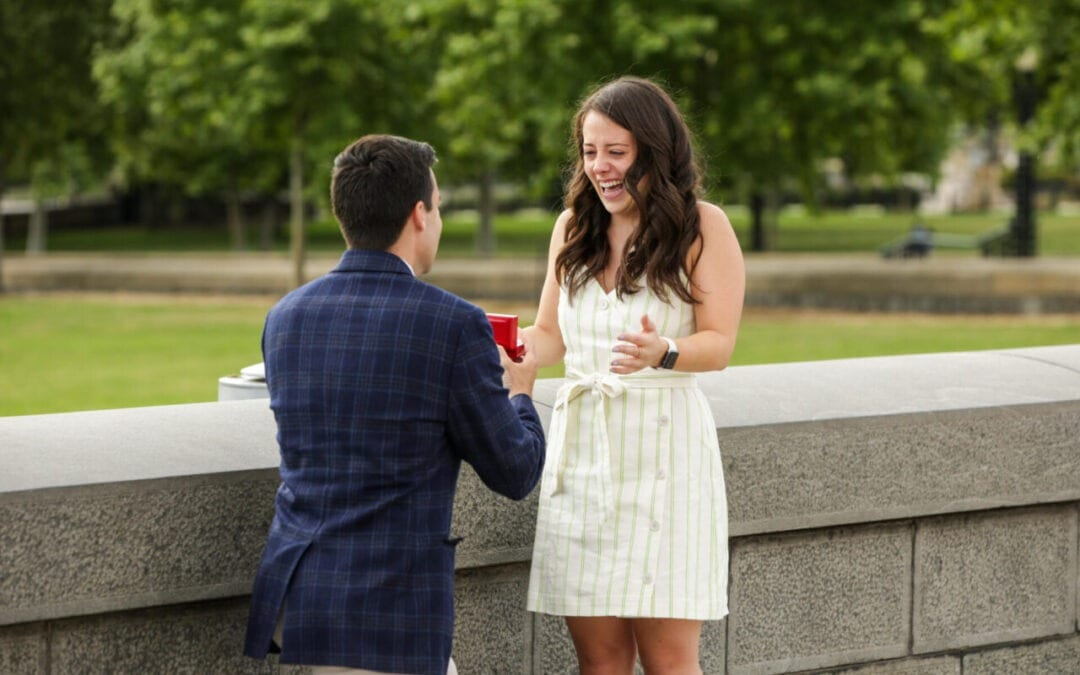 3 reasons why you should hire a surprise proposal photographer